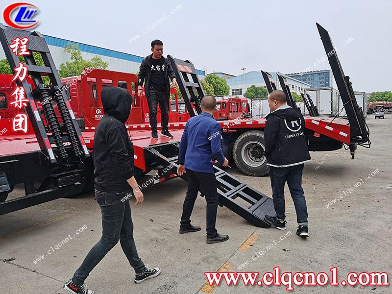 内蒙古客户远道而来定下程力集团解放龙V平板运输车