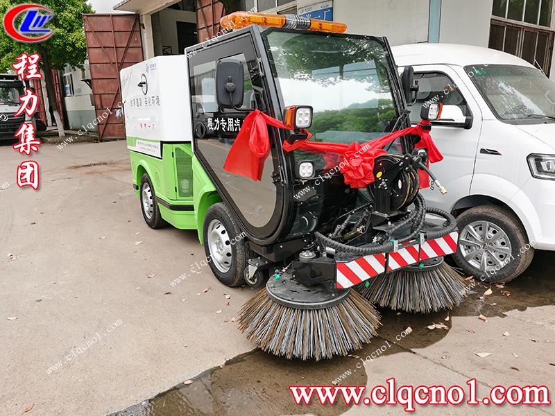 程力集团多功能扫路机,洁净道路,美化环境,从你我做起!