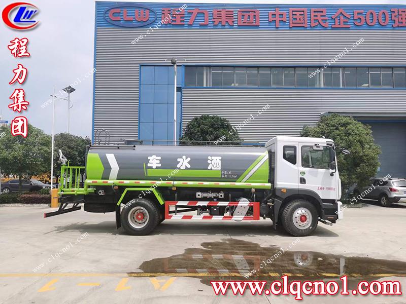 河南郑州客户不远万里来程力集团订购洒水车,客户满意是我们最大的动力