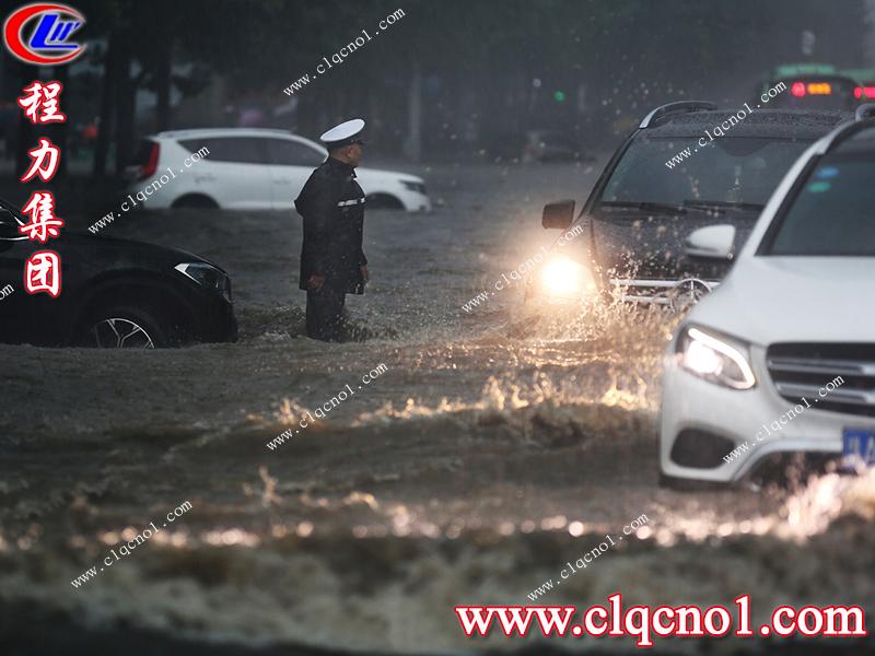 面对暴雨来临,郑州是一所温暖的城市,困境中大家共同守望度难