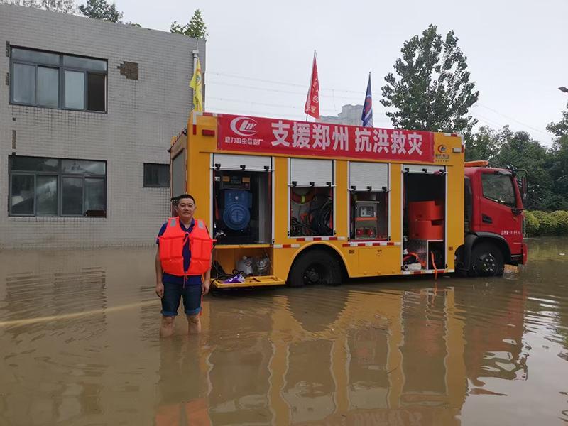 山水无情,同袍有爱,程力集团先后三批派出救援车和物资奔赴河南抗洪第一线!